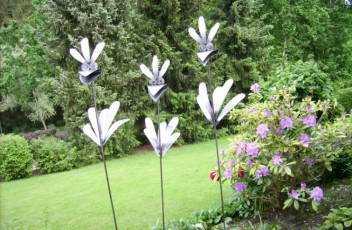 Insa78 eisen im garten for Metallskulpturen garten